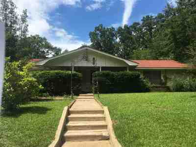 Kilgore Single Family Home Active, Option Period: 1101 Woodlawn