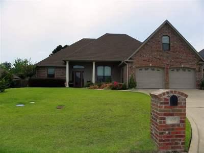 Single Family Home For Sale: 809 Woodridge Circle