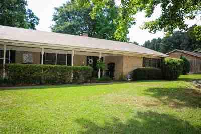 Single Family Home For Sale: 1504 Pineridge St