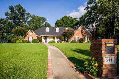 Single Family Home For Sale: 211 Saint Thomas Dr.