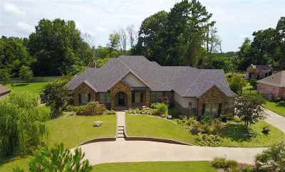 Longview Single Family Home For Sale: 105 Bella Terra Dr.