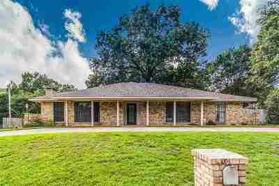 Single Family Home For Sale: 205 Remington Trail