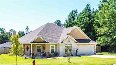 Single Family Home Active, Option Period: 1600 Shawnee