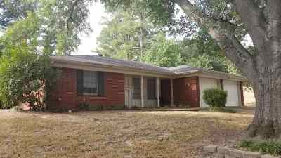 Gilmer Single Family Home Active, Option Period: 1509 Briarwood