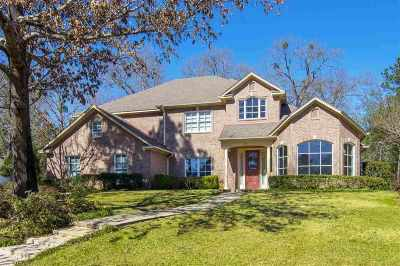 Single Family Home For Sale: 219 Hunters Circle