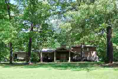 Single Family Home For Sale: 540 Country Place