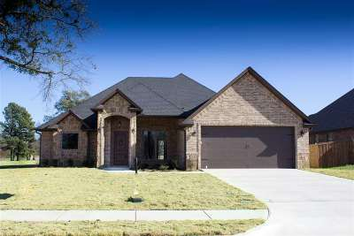 Longview Single Family Home Active, Option Period: 3904 Gable Crest Ln