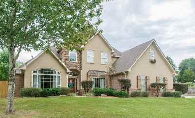 White Oak Single Family Home Active, Option Period: 104 Wood Creek Court