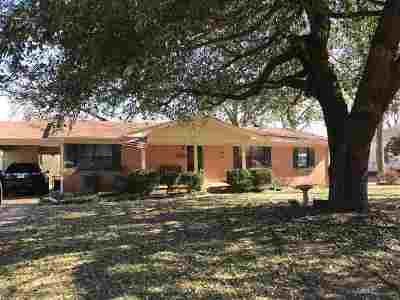 Gilmer Single Family Home For Sale: 719 N Montgomery Street