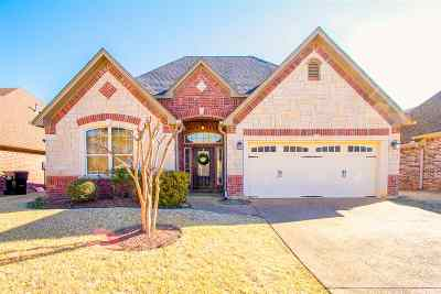 Single Family Home For Sale: 712 Cove Place