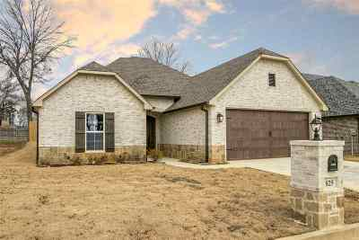 Single Family Home For Sale: 825 Gemi