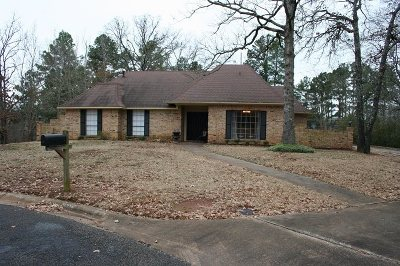 Kilgore Single Family Home Active, Option Period: 2704 Crestwood Ln.