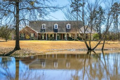 Single Family Home For Sale: 150 Deer Creek
