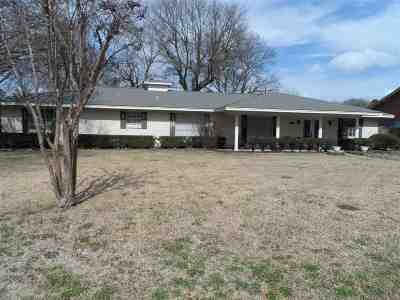 Kilgore Single Family Home Active, Option Period: 2815 Crestwood Ln