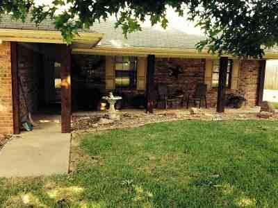 White Oak Single Family Home Active, Option Period: 701 Woodhaven