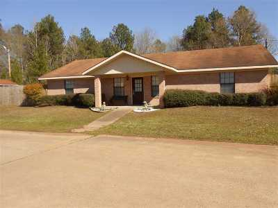 Gladewater TX Single Family Home For Sale: $139,500