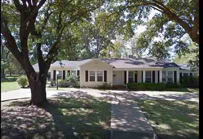 Gilmer Single Family Home For Sale: 1018 N Montgomery