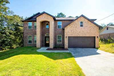 Gladewater Single Family Home For Sale: 358 Carriage Lane