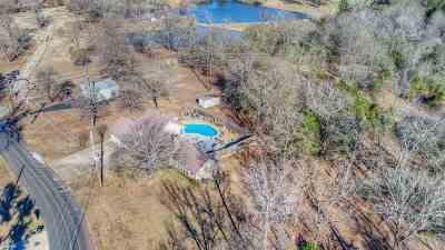 Gladewater Single Family Home Active, Option Period: 1408 E Lake Drive