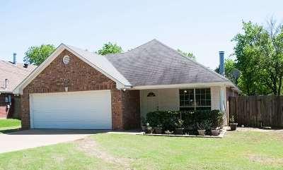 White Oak Single Family Home For Sale: 102 W Bingham Road