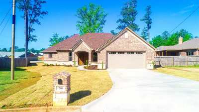Single Family Home For Sale: 1506 Comanche