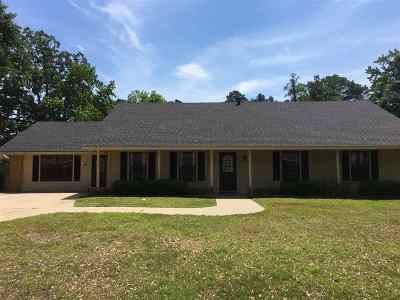 Gladewater Single Family Home For Sale: 1015 Chevy Chase