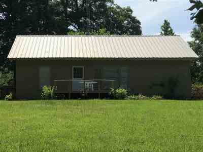 Longview Single Family Home For Sale: 1002 E Lake Devernia