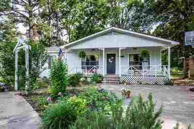 Kilgore Single Family Home Active, Option Period: 1212 Woodlawn St.