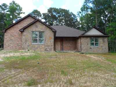 Single Family Home For Sale: 220 Lake Estates Trl