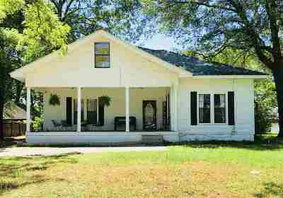 Gilmer Single Family Home For Sale: 608 N Montgomery