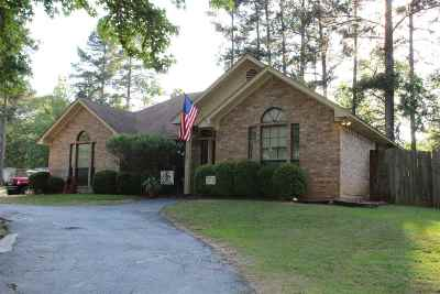 Gladewater Single Family Home Active, Option Period: 2019 W Lake Dr