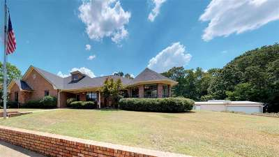 Single Family Home For Sale: 705 Brookhaven Dr