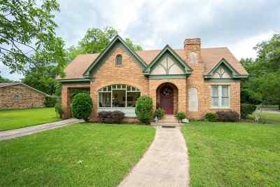 Gilmer Single Family Home Active, Option Period: 718 N Montgomery