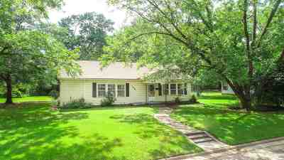 Gilmer Single Family Home For Sale: 1002 Mitchell Street