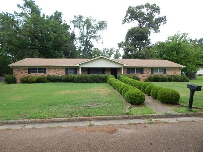 Gilmer Single Family Home For Sale: 908 Dogwood St.