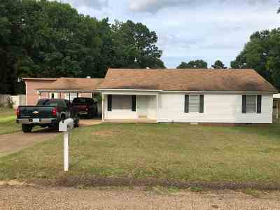 Gladewater TX Single Family Home Active, Option Period: $79,500