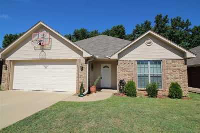 White Oak Single Family Home Active, Option Period: 7 Oak Run