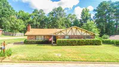 Gilmer Single Family Home For Sale: 1504 Woodway