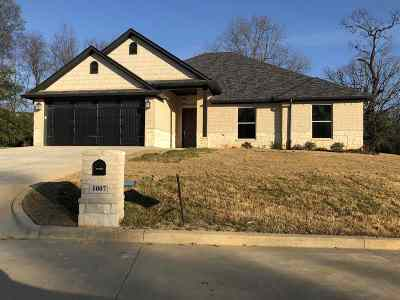 Single Family Home For Sale: 1007 Bucks Way