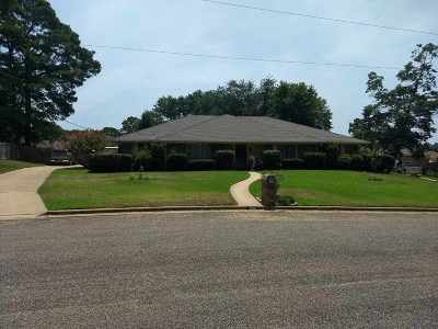 Single Family Home For Sale: 1806 Northpark Cir