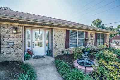 Single Family Home For Sale: 3700 Mark Dr.