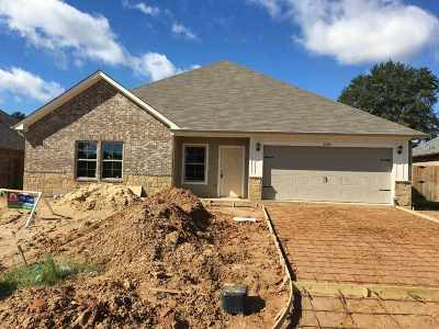 Longview Single Family Home For Sale: 2403 Maggie