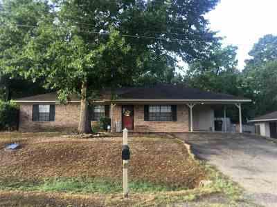 Longview TX Single Family Home For Sale: $127,500