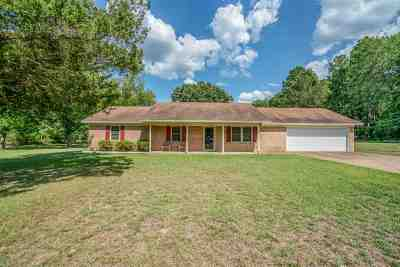 Hallsville Single Family Home Active, Option Period: 307 S Cypress