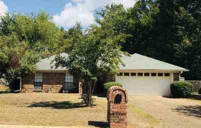 White Oak Single Family Home Active, Option Period: 205 E Bermuda