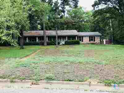 Gilmer Single Family Home Active, Option Period: 1409 Frost