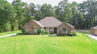 Single Family Home For Sale: 230 Lake Estates Trl