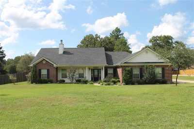 Kilgore Single Family Home Active, Option Period: 142 Colt Dr