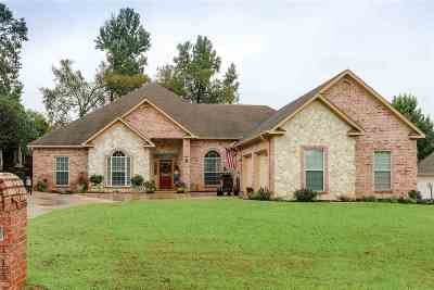 Single Family Home For Sale: 1606 Colonial Dr