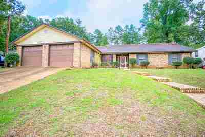 Gladewater TX Single Family Home For Sale: $149,900